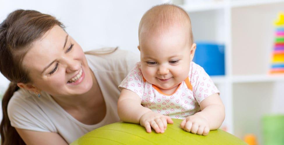 Juegos para la estimulación de bebés de 8 y 9 meses